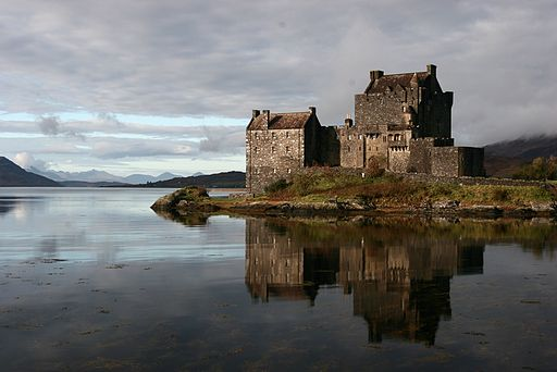 By Sonja Pieper from Karlsruhe, Germany (Eilean Donan Castle) [CC BY-SA 2.0 via Wikimedia Commons